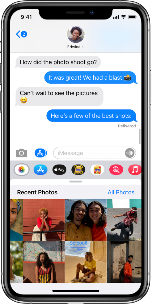 Percakapan Pesan menampilkan app Foto iMessage di bawahnya. App Foto iMessage menampilkan, dari kiri atas, tautan ke Foto Terbaru dan Semua Foto. Di bawahnya terdapat foto terbaru, yang dapat dilihat dengan menggesek ke kiri.
