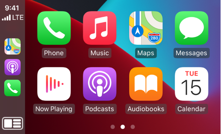 Ekrāns CarPlay Home, kurā redzamas lietotņu Phone, Music, Maps, Messages, Now Playing, Podcasts, Audiobooks un Calendar ikonas.