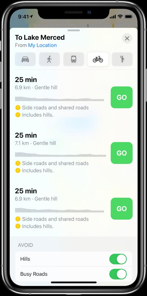 Een lijst met fietsroutes. Bij elke route zie je een knop 'Ga', samen met informatie over de route, zoals de geschatte tijd, hoogteveranderingen en het soort wegen. Onder in het scherm staan knoppen voor het vermijden van heuvels en drukke wegen.