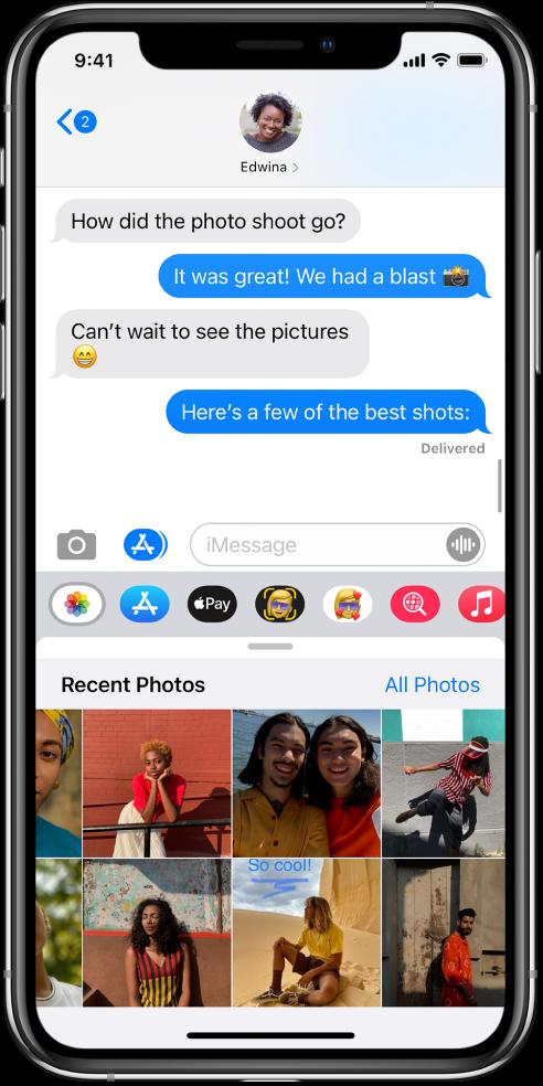 Conversație Mesaje, afișând aplicația Poze iMessage dedesubt. Aplicația Poze iMessage afișează, din partea stângă sus, linkurile spre Poze recente și Toate pozele. Dedesubt sunt poze recente; toate pot fi vizualizate glisând spre stânga.