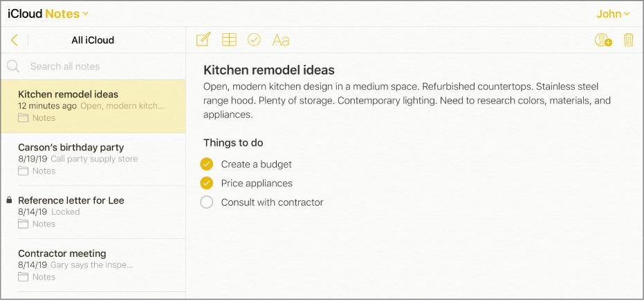 """O notiță iCloud cu titlul """"Idei de remodelare a bucătăriei"""". Include o listă de verificare numită """"Lucruri de făcut"""" cu două articole bifate."""