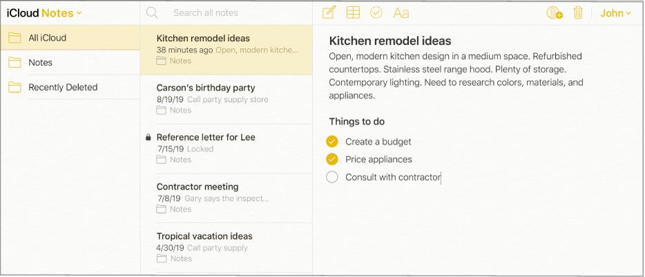 """Uma nota no iCloud com o título """"Ideias de reforma para a cozinha"""". Ela inclui uma lista de verificação intitulada """"Coisas a fazer"""" com dois itens concluídos."""