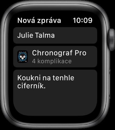 """Displej AppleWatch se zobrazenou zprávou se sdíleným ciferníkem. Nahoře je uvedeno jméno příjemce, pod ním název ciferníku aještě níže text zprávy: """"Koukni na tenhle ciferník."""""""