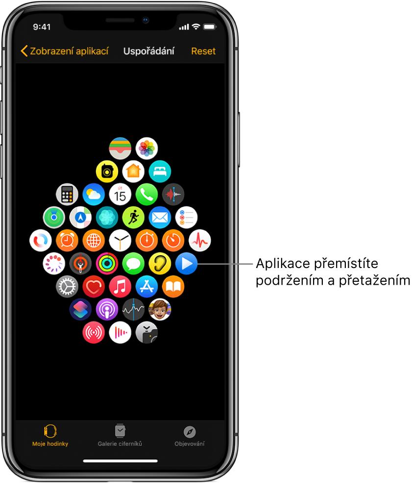 Obrazovka Uspořádání vaplikaci AppleWatch sikonami uspořádanými vmřížce.