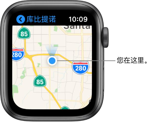 """显示地图的""""地图"""" App。您的位置在地图上显示为蓝点。蓝色风扇位于位置点上方,表示手表朝北。"""