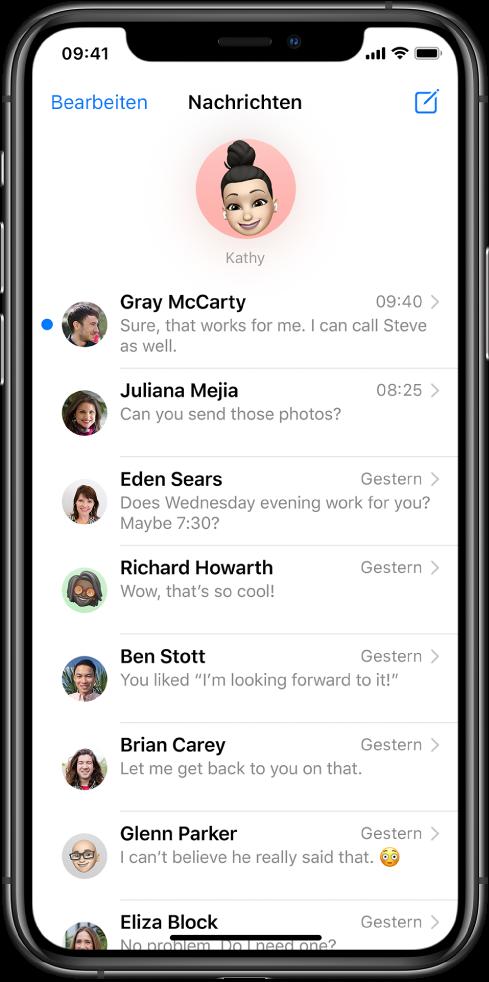 """Die Liste mit den Konversationen in der App """"Nachrichten"""". Oben wird das Bild eines Kontakts in einem Kreis angezeigt, was bedeutet, dass diese Konversation angeheftet wurde. Darunter befindet sich die Liste mit den Konversationen."""