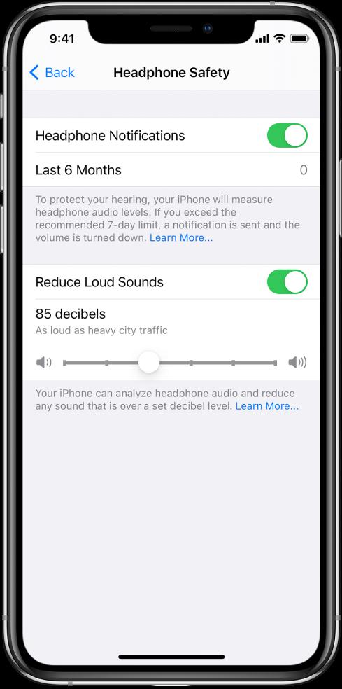 Headphone Notifications параметрін қосу түймесін, соңғы 6 айда жіберілген құлақаспап хабарландыруларының санын, Reduce Loud Sounds параметрін қосу немесе өшіру түймесін, ең жоғарғы децибел деңгейін және 85 децибел таңдалған децибел шегін өзгерту слайдерін көрсетіп тұрған Headphone Safety экраны.