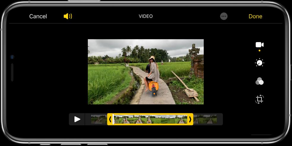 """Vaizdo įrašas su kadrų peržiūra apačioje. Mygtukai """"Cancel"""" ir """"Play"""" pateikti apačioje kairėje, o mygtukas """"Done""""– apačioje dešinėje."""