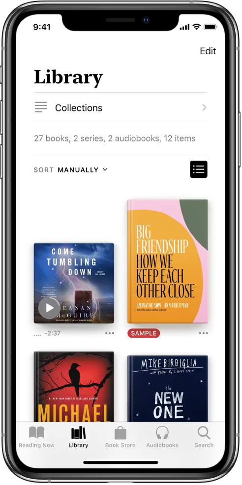 Екран Library у апликацији Books. При врху екрана су дугме Collections и опције сортирања. Изабрана је опција сортирања Recent. На средини екрана су омоти књига у библиотеци. При дну екрана, слева надесно су поређане картице Reading Now, Library, Book Store, Audiobooks и Search.