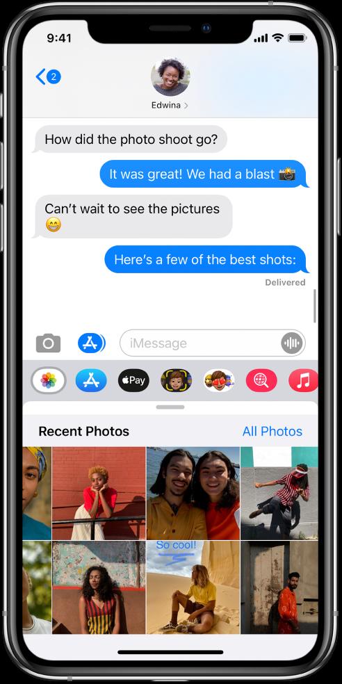 Розмова в Повідомленнях з програмою «Фото iMessage» під нею. У програмі «Фото iMessage» відображаються, починаючи зверху зліва, посилання на «Недавні фото» й «Усі фото». Ще нижче розташовано нещодавні фотографії, усі з яких можна переглянути, посунувши ліворуч.