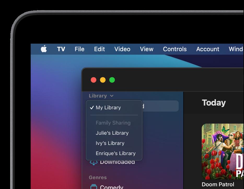 L'écran de la bibliothèque de l'app AppleTV avec les bibliothèques des membres de la famille qui sont affichées dans la barre latérale.
