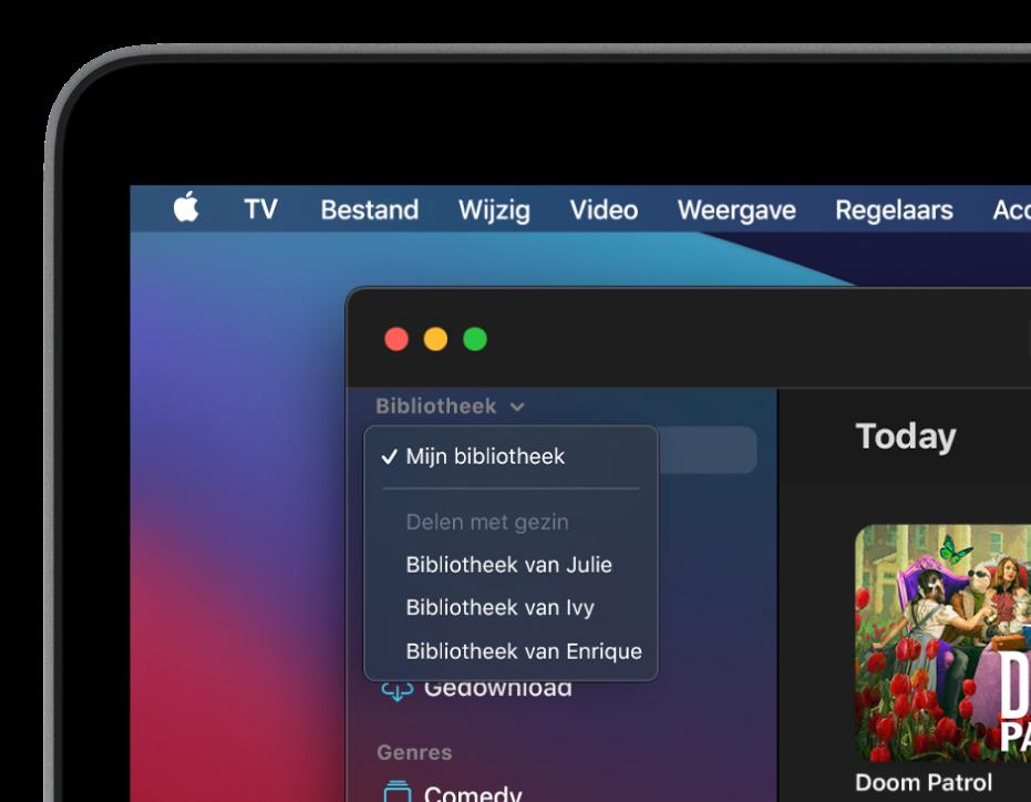 Het scherm 'Bibliotheek' van de AppleTV-app met in de navigatiekolom de bibliotheken van gezinsleden.