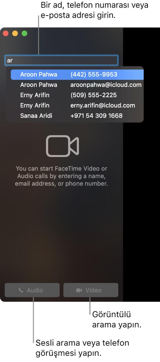 Arama çubuğunda bir ad, telefon numarası veya e-posta adresi girin. FaceTime'da görüntülü arama yapmak için Görüntülü düğmesini tıklayın. Bir sesli FaceTime araması veya telefon araması yapmak için Sesli Düğmesini tıklayın.