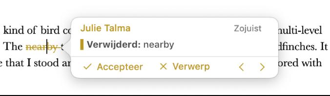 Verwijderde tekst met een geopende opmerking en de opties 'Accepteer' en 'Verwerp' en navigatiepijlen. Bij de bijgehouden wijziging worden de naam van de auteur en de datum weergegeven.