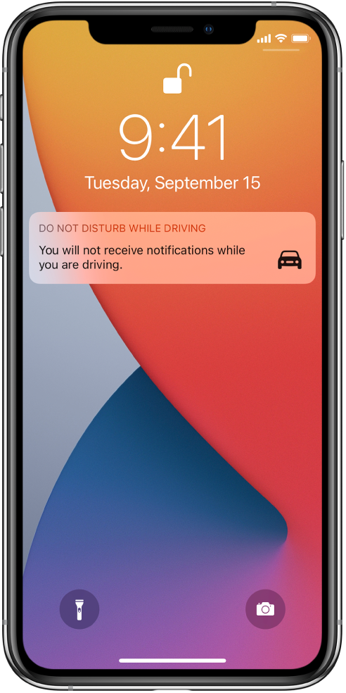 Известието Do Not Disturb While Driving (Не ме безпокойте по време на шофиране) върху заключен екран.