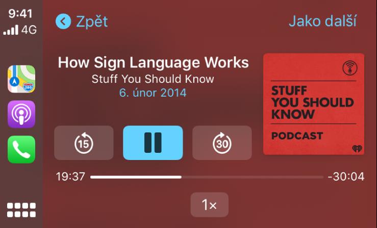 """Obrazovka palubního systému CarPlay, na které se přehrává podcast """"How Sign Language Works"""" zkanálu """"Stuff You Should Know´"""