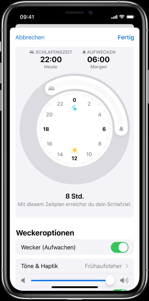 """Die Konfigurationsanzeige für """"Schlaf"""" in der App """"Health"""". In der Mitte befindet sich eine Uhr und die Schlafenszeit ist auf 22:00Uhr, die Weckzeit auf 6:00Uhr eingestellt. Unter """"Weckeroptionen"""" ist """"Wecker (Aufwachen)"""" aktiviert. Als Weckton wurde """"Frühaufsteher"""" ausgewählt und die Lautstärke ist auf hoch eingestellt."""