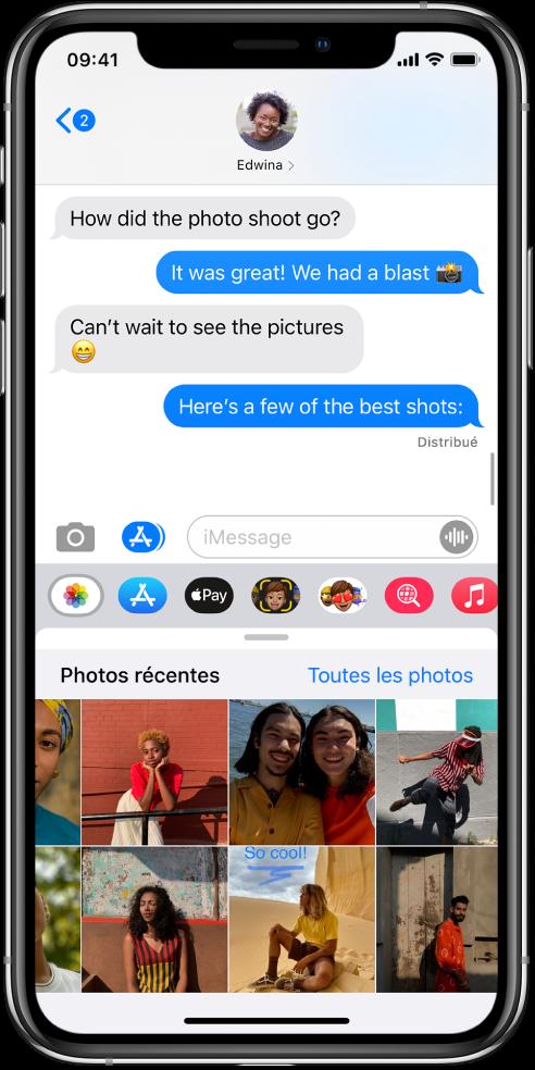 Une conversation Messages montrant l'app Photos iMessage au-dessus. L'app Photos iMessage affiche, depuis le coin supérieur gauche, les liens vers Photos récentes et Toutes les photos. En dessous se trouvent les photos récentes, qui peuvent toutes êtres consultées en balayant vers la gauche.