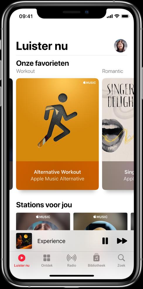 Het scherm 'Luister nu' met bovenin de profielknop. Daaronder staan de afspeellijsten 'Onze favorieten'. Onder 'Onze favorieten' staat het gedeelte 'Stations voor jou' met twee stations.