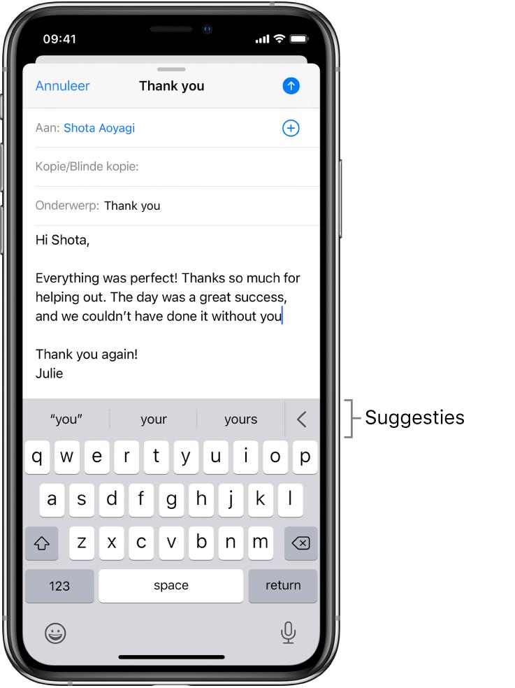 Een Mail-bericht met een e-mail die wordt bewerkt, met suggesties voor het volgende woord.