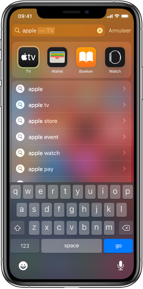 """Een scherm met een zoekopdracht op de iPhone. Bovenin zie je het zoekveld met de zoektekst """"apple"""" en daaronder staan de zoekresultaten voor de zoektekst."""