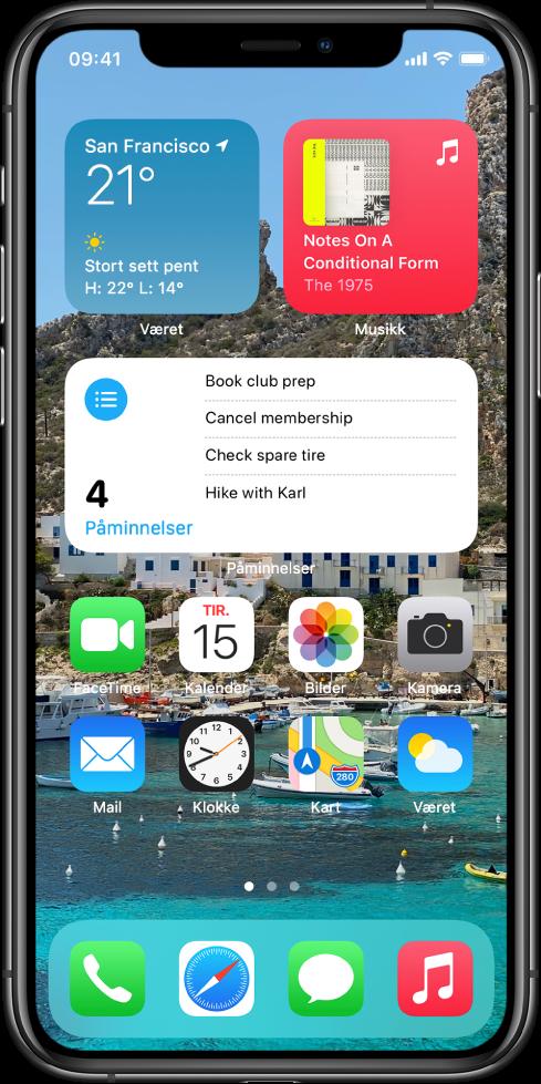 Hjem-skjermen med tilpasset bakgrunn, Kart- og Kalender-widgetene og andre appsymboler.
