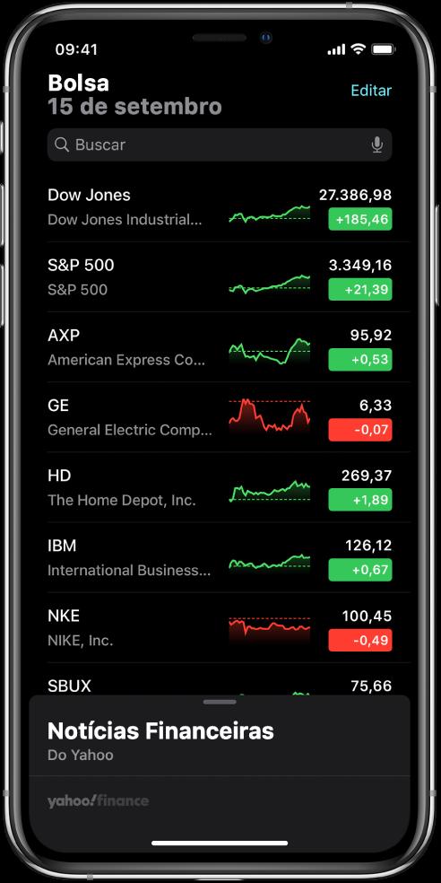 Uma lista de ações mostrando uma lista de ações diferentes. Cada ação na lista mostra, da direita para a esquerda, o símbolo e o nome da ação, um gráfico de desempenho, o preço da ação e as alterações de preço. Na parte superior da tela, acima da lista de ações, está o campo de busca. Abaixo da lista de ações, estão as notícias de negócios. Passe o dedo para cima nas notícias de negócios para visualizar os artigos.