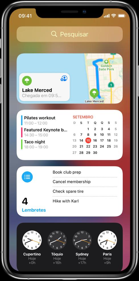 Os widgets da vista Hoje no iPhone, incluindo Mapas, Calendário, Lembretes e Relógio.
