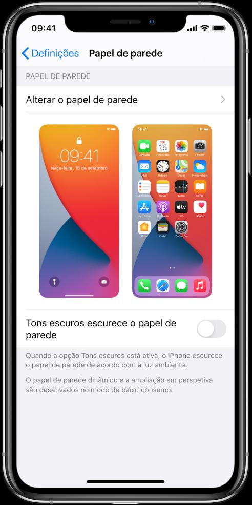 """Ecrã """"Definições do papel de parede"""", com o botão para escolher um novo em cima e imagens dos ecrãs bloqueado e principal com o papel de parede atual."""