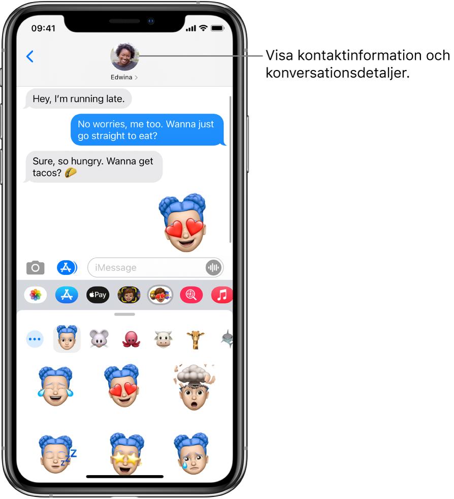 En konversation i Meddelanden. Från vänster till höger längs överkanten finns tillbaka-knappen och en bild på personen som du skickar meddelanden till. I mitten finns de meddelanden som har skickats och tagits emot i konversationen. Längst ned, från vänster till höger, finns knapparna Bilder, Affärer, ApplePay, Memoji, Hashtag-bilder, Musik och DigitalTouch.
