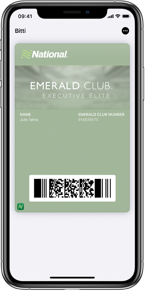 Wallet'ta uçuş bilgilerini ve en altta QR kodu gösteren bir uçuş kartı.