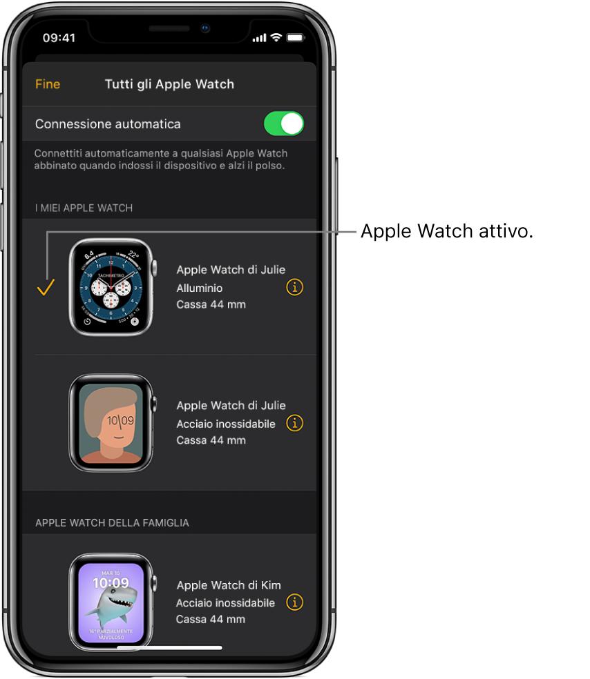 """Nella schermata """"Tutti gli AppleWatch"""" dell'app Watch, un segno di spunta mostra l'AppleWatch attivo."""
