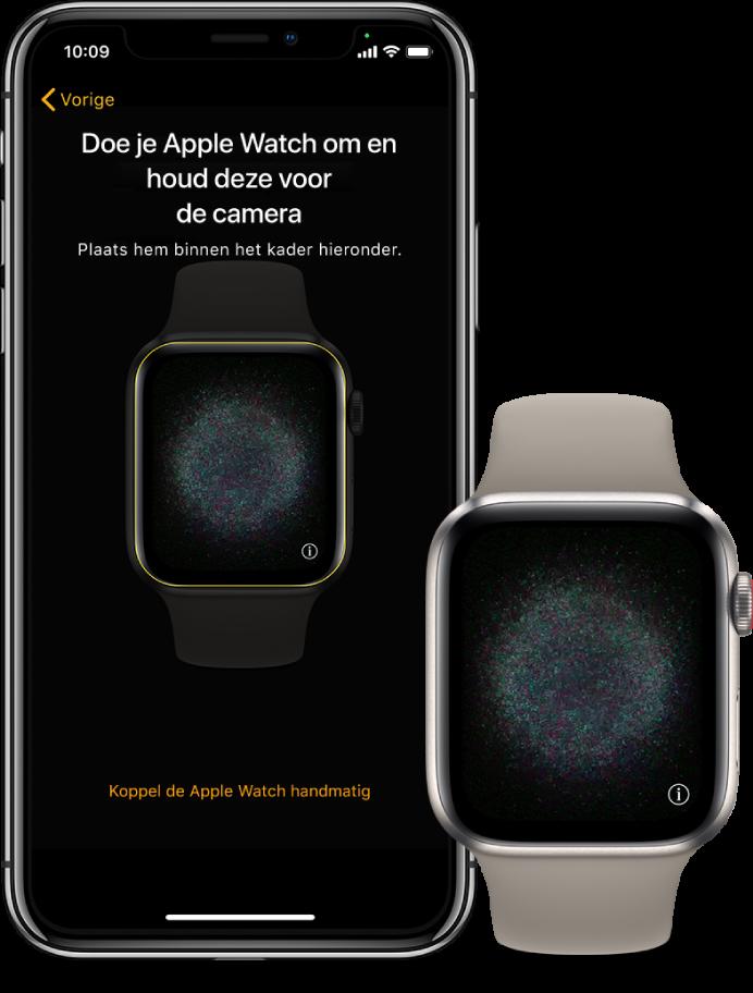 Een iPhone en een Watch naast elkaar. In het iPhone-scherm zijn de koppelingsinstructies te zien en is de AppleWatch zichtbaar in de zoeker. In het AppleWatch-scherm is een afbeelding van de koppeling te zien.
