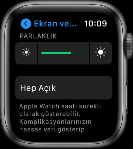 En üstte Parlaklık sürgüsü ve altta Hep Açık düğmesi olmak üzere Apple Watch'ta Parlaklık ayarları.