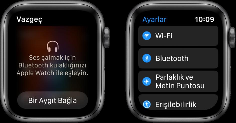 Yan yana iki ekran. Soldaki ekranda, Apple Watch'unuza Bluetooth kulaklık bağlamanız isteniyor. En altta Bir Aygıt Bağla düğmesi var. Sağ taraftaki Ayarlar ekranında Wi-Fi, Bluetooth, Ekran ve Metin Puntosu ve Erişilebilirlik düğmeleri liste hâlinde gösteriliyor.