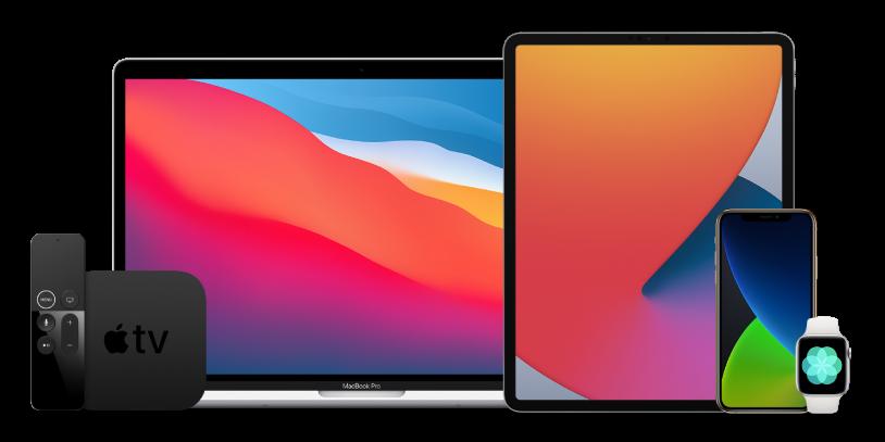 Ein MacBook Pro, ein iPad Pro, ein iPhone 12 Pro sowie ein Apple TV-Gerät und eine Apple Watch