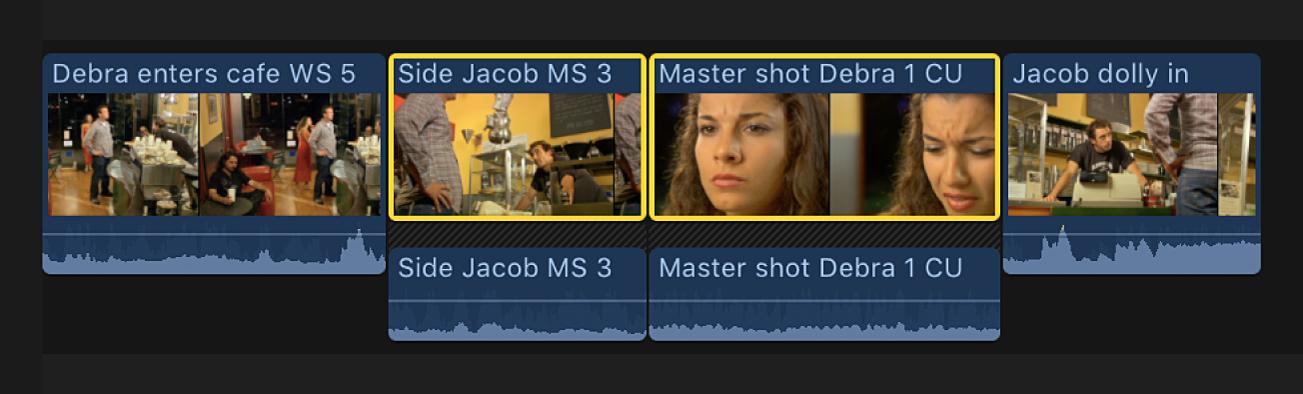 Zwei benachbarte, ausgewählte Clips in der Timeline mit erweiterten Audiokomponenten