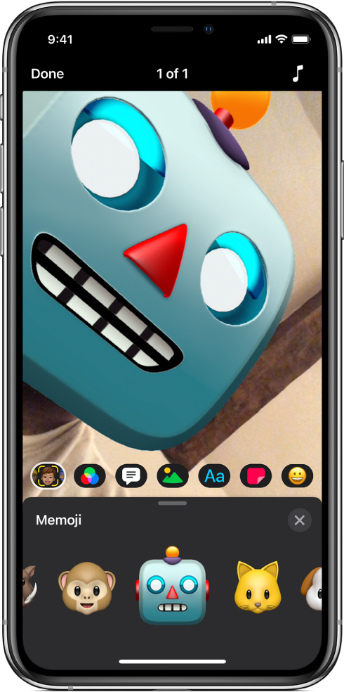 A video image in the viewer with a robot Memoji.