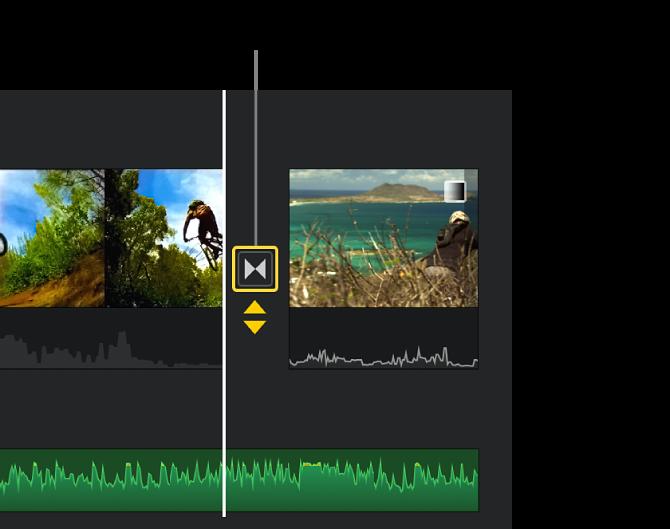 Gelbe Doppelpfeile unter einem Übergang in der Timeline