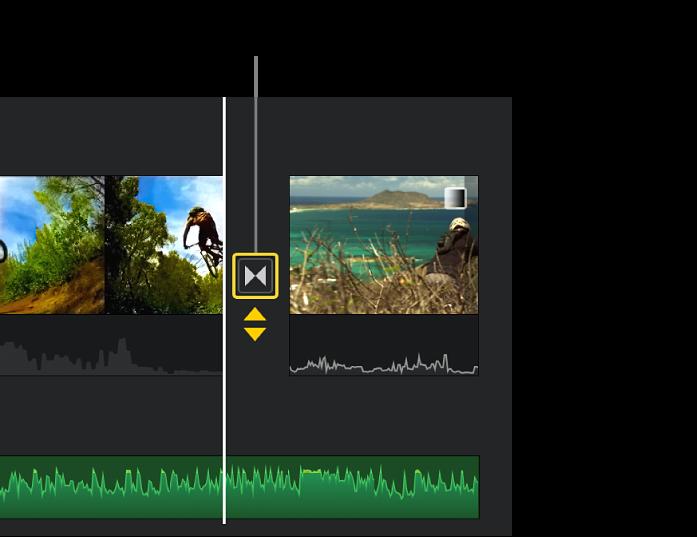 Doubles flèches jaunes apparaissant sous une transition dans la timeline.