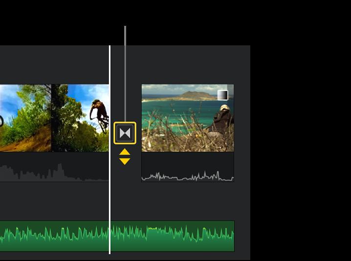 Frecce gialle doppie che vengono visualizzate sotto una transizione nella timeline.
