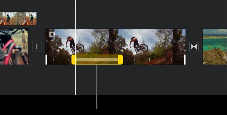 一个定格,时间线中视频片段底部显示黄色范围控制柄,定格从播放头位置开始。