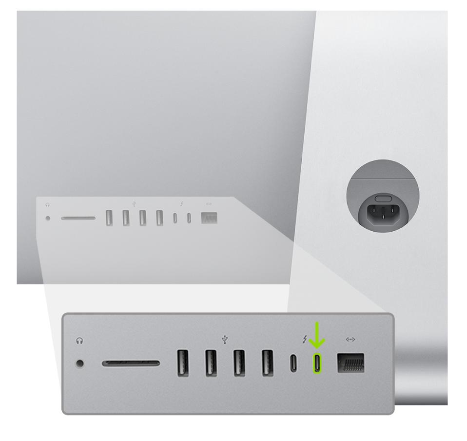 Die Rückseite des iMac (2020) mit zwei Thunderbolt3-Anschlüssen (USB-C); der ganz rechts befindliche Anschluss wird hervorgehoben.