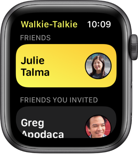 Екранът на Walkie-Talkie (Радиостанция), показващ един контакт в горния край и един приятел, когото сте поканили, в долния край.