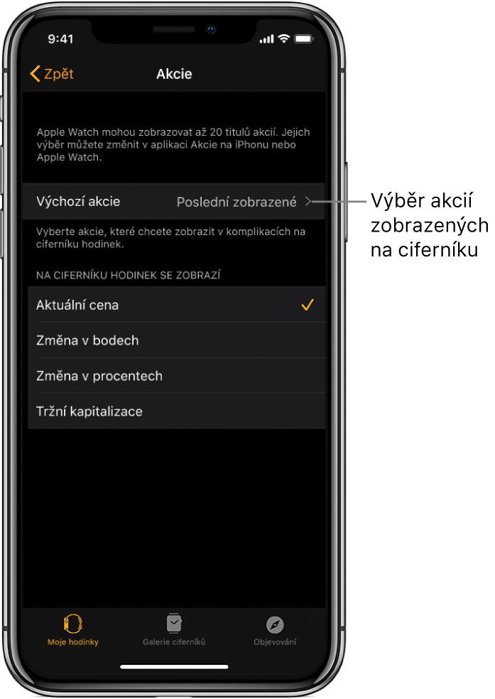 Obrazovka nastavení Akcie vaplikaci Apple Watch na iPhonu svolbami pro výběr výchozího akciového titulu, který je nastavený na Poslední zobrazené