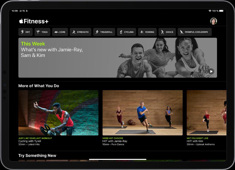 Hlavní stránka služby Fitness+ zobrazující typy cvičení, video nových tréninků týdne adoporučená cvičení