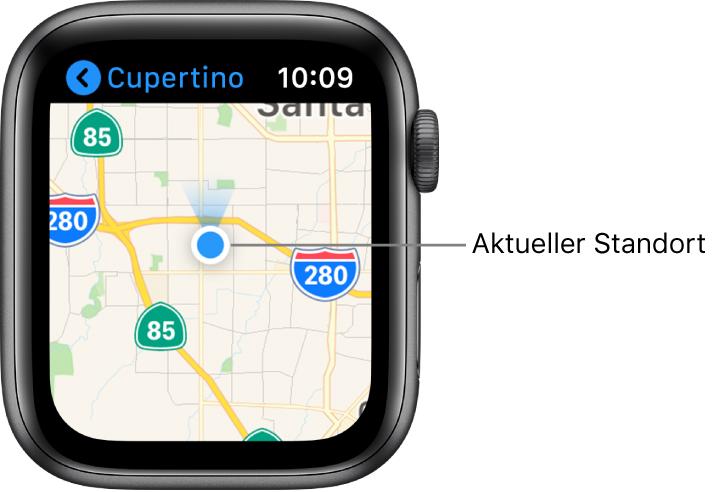 """Die App """"Karten"""" zeigt eine Straßenkarte. Dein Standort wird als blauer Punkt auf der Karte angezeigt. Ein blauer Fächer über dem Standortpunkt gibt an, dass die Uhr nach Norden zeigt."""