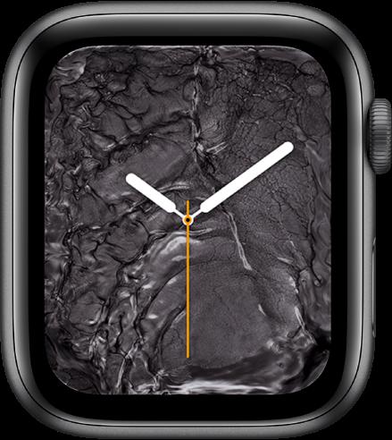 """Carátula """"Metal líquido"""" mostrando un reloj análogo en el centro y metal líquido a su alrededor."""