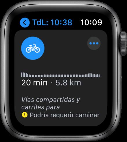Apple Watch mostrando indicaciones en bicicleta, incluyendo un resumen de los cambios en la elevación a lo largo de la ruta, la distancia y tiempo estimados de viaje, así como notas sobre cualquier problema que pudieras encontrar en el camino.