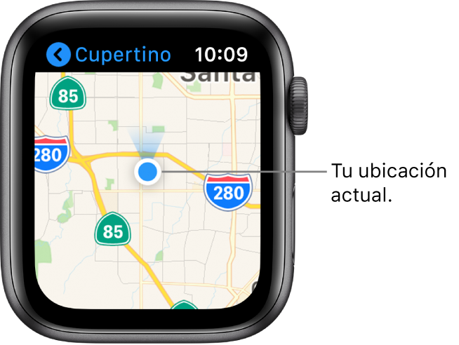 La app Mapas mostrando un mapa. Tu ubicación se muestra con un punto azul en el mapa. Hay un indicador azul arriba de la ubicación, indicando que el reloj apunta hacia el norte.
